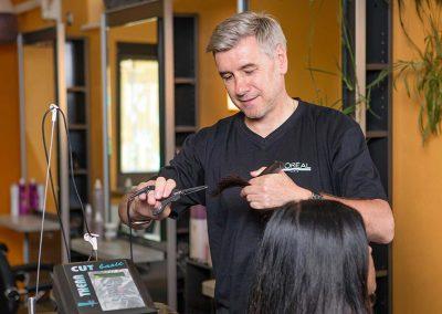 Haare schneiden mit der Heißen Schere