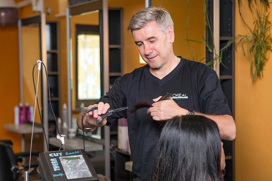 Haare schneiden bei Friseursalon a.gil